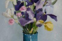 Iris dans un vase bleu